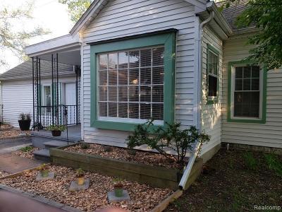 Ferndale Single Family Home For Sale: 215 W Hazelhurst St