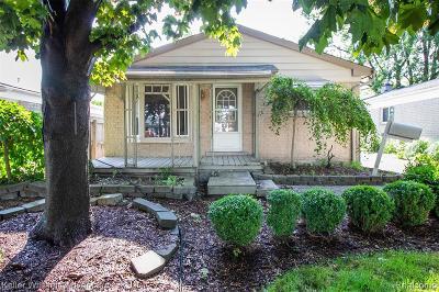Saint Clair Shores Single Family Home For Sale: 23406 Grove St
