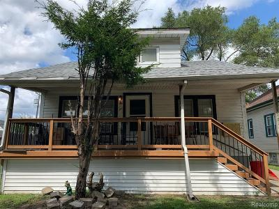 Oakland Multi Family Home For Sale: 1125 E Muir Ave