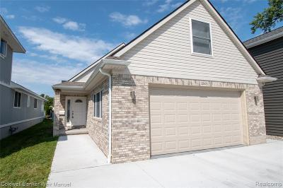 Saint Clair Shores Single Family Home For Sale: 22473 Beach St