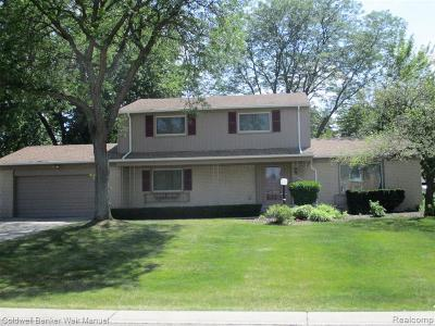 West Bloomfield Single Family Home For Sale: 4817 Faircourt Dr