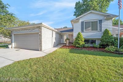 Oakland Single Family Home For Sale: 2389 Niagara Dr
