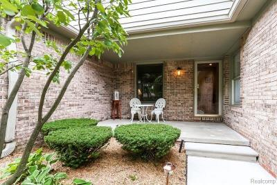 Warren Condo/Townhouse For Sale: 4431 Hickory Crt