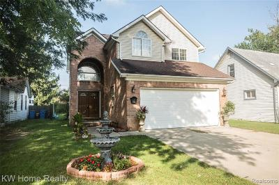 Dearborn Heights Single Family Home For Sale: 8297 Fenton St