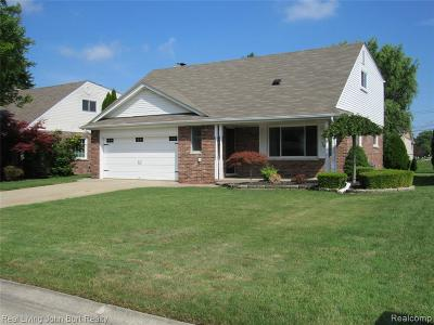 Clinton Township MI Single Family Home For Sale: $249,900