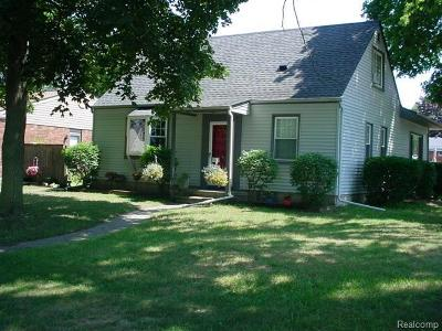 Livonia Single Family Home For Sale: 15504 Westmore St