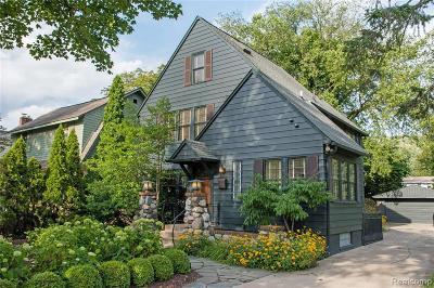 Royal Oak Single Family Home For Sale: 1032 Iroquois Blvd