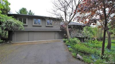 Rochester Hills Single Family Home For Sale: 1945 Crooks Rd