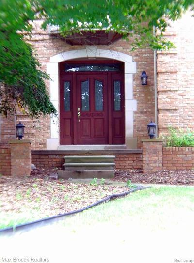 Rochester Hills Single Family Home For Sale: 2817 Eagle Dr