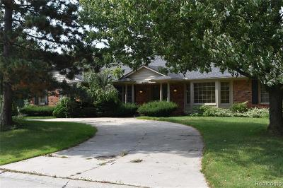 Farmington Hills Single Family Home For Sale: 33804 Yorkridge St