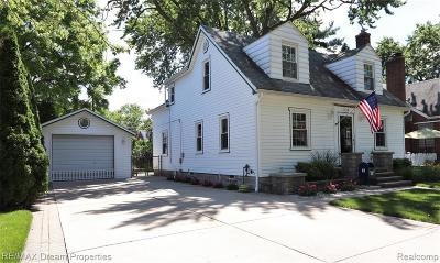 Dearborn Single Family Home For Sale: 6738 Dolphin St
