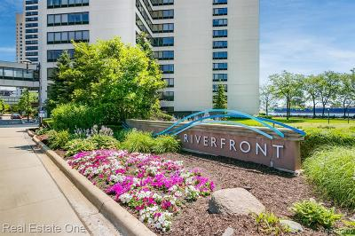 Detroit Condo/Townhouse For Sale: 300 W Riverfront Apt. 4b Ave