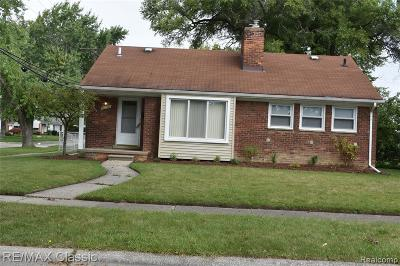 Eastpointe MI Single Family Home For Sale: $120,000
