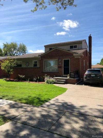 Saint Clair Shores MI Single Family Home For Sale: $179,900