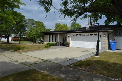 Dearborn Heights Single Family Home For Sale: 27094 Havelock Dr