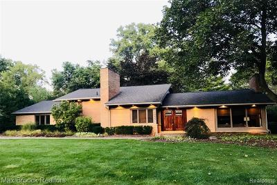 Oakland County Single Family Home For Sale: 7455 Parkstone Ln