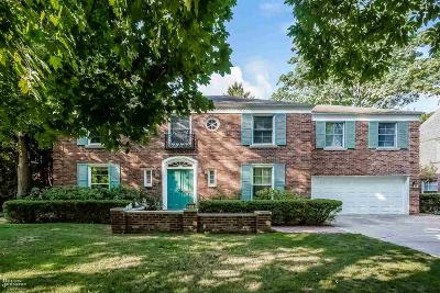 Single Family Home For Sale: 277 Touraine