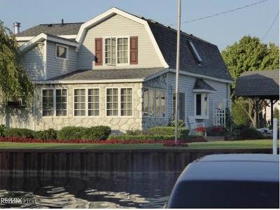 Algonac Single Family Home For Sale: 103 Kenyon