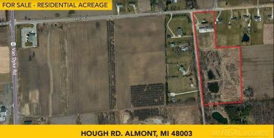 Lapeer Single Family Home For Sale: Hough