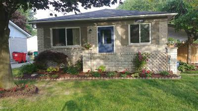 Harrison Twp Single Family Home For Sale: 39595 Chart St