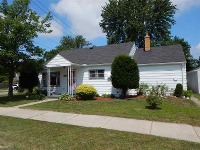 Marine City Single Family Home For Sale: 380 Woodworth