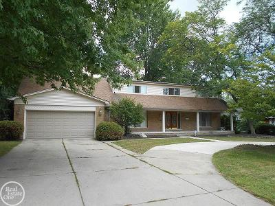 Mount Clemens Single Family Home For Sale: 606 Welling Crescent