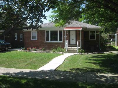 Grosse Pointe Woods Single Family Home For Sale: 1915 Manchester