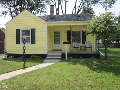 Harper Woods Single Family Home For Sale: 19756 Elkhart
