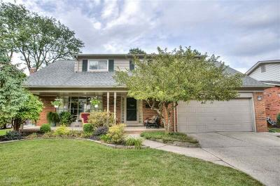Grosse Pointe Woods MI Single Family Home For Sale: $347,500