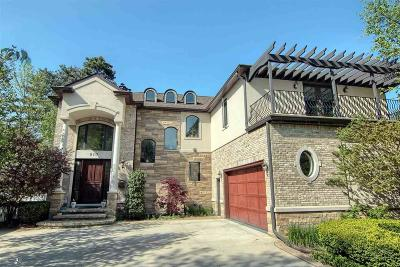 Grosse Pointe Woods MI Single Family Home For Sale: $849,000