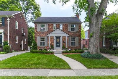 Grosse Pointe Farms Single Family Home For Sale: 220 McKinley