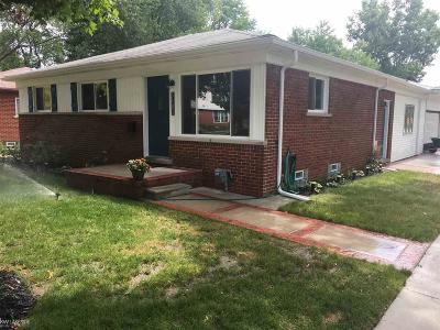 Royal Oak Single Family Home For Sale: 3183 Merrill Ave
