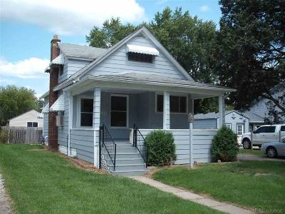 Algonac Single Family Home For Sale: 2113 St. Clair River Dr.