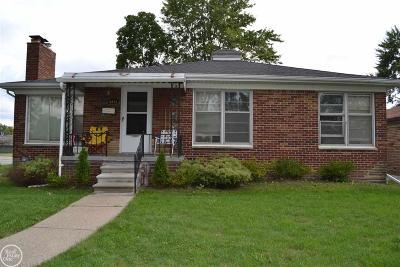 Center Line Single Family Home For Sale: 8844 Warren