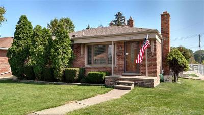 Saint Clair Shores Single Family Home For Sale: 26500 Grant Street