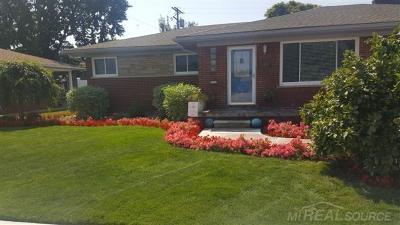 Center Line Single Family Home For Sale: 8528 Helen