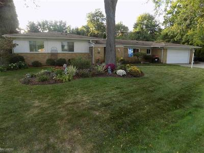 Clinton Township Single Family Home For Sale: 36765 Chatham Ct