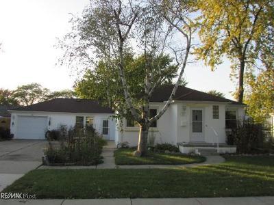 Saint Clair Shores MI Single Family Home For Sale: $139,899