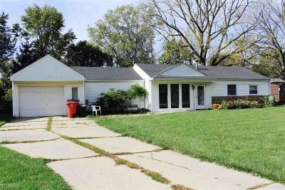 Clinton Township Single Family Home For Sale: 37107 Hancock