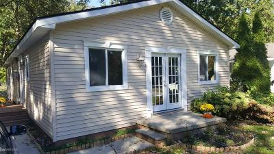Algonac Single Family Home For Sale: 9300 Island