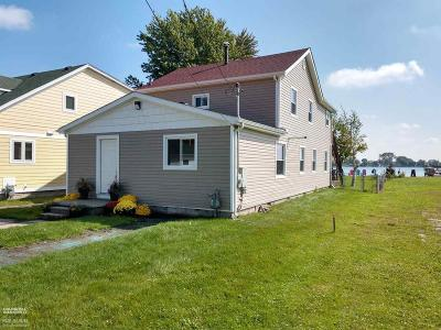 Algonac Single Family Home For Sale: 9251 River Rd.