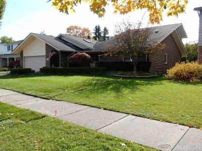 Grosse Pointe Woods Single Family Home For Sale: 883 Hollywood