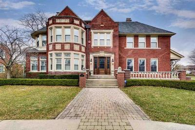 Grosse Pointe Park Single Family Home For Sale: 921 Balfour