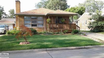 Saint Clair Shores Single Family Home For Sale: 22621 Manor
