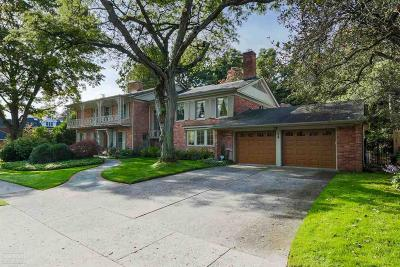 Grosse Pointe Farms Single Family Home For Sale: 35 Tonnancour Pl