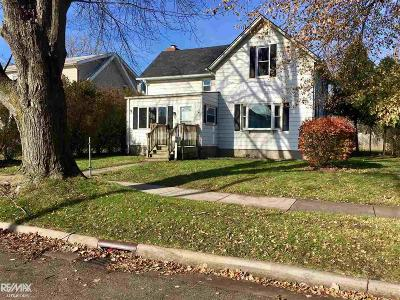 Mount Clemens MI Single Family Home For Sale: $159,900