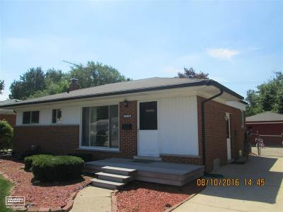 Macomb Single Family Home For Sale: 25739 Marilyn Ave