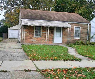 Harper Woods Single Family Home For Sale: 18720 Roscommon