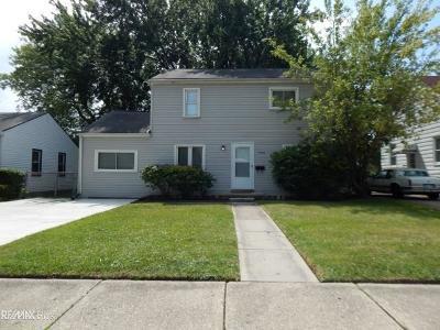 Roseville Single Family Home For Sale: 17954 Delaware