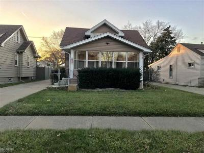 Clawson Single Family Home For Sale: 229 N Bywood
